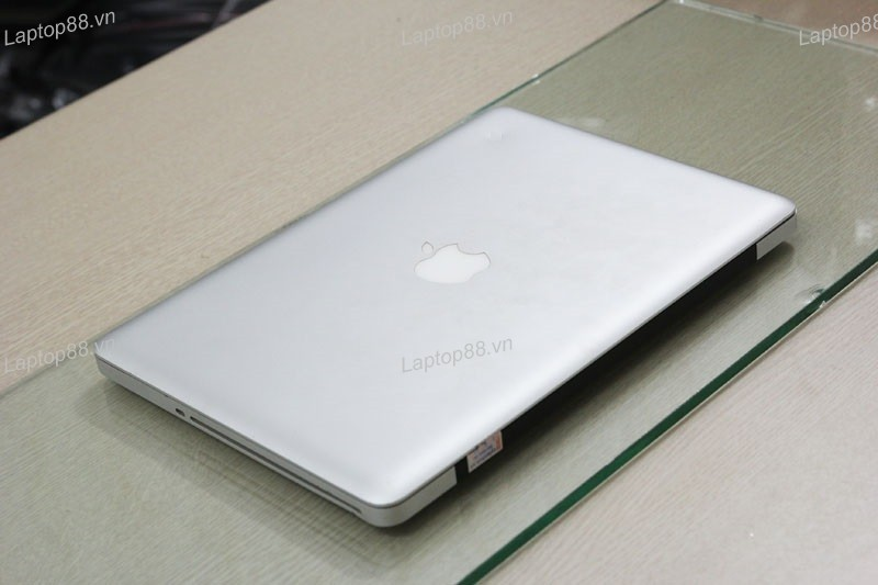 Macbook Pro MB990 CTO (Core 2 Duo P7550, 4GB, 250GB, NVidia Geforce 9400M, 13.3 inch)1