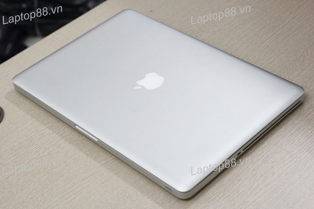 Macbook Pro MD318 (Core i7 2670QM, 4GB, 500GB, AMD Radeon HD 6570M, 15.4 inch)0