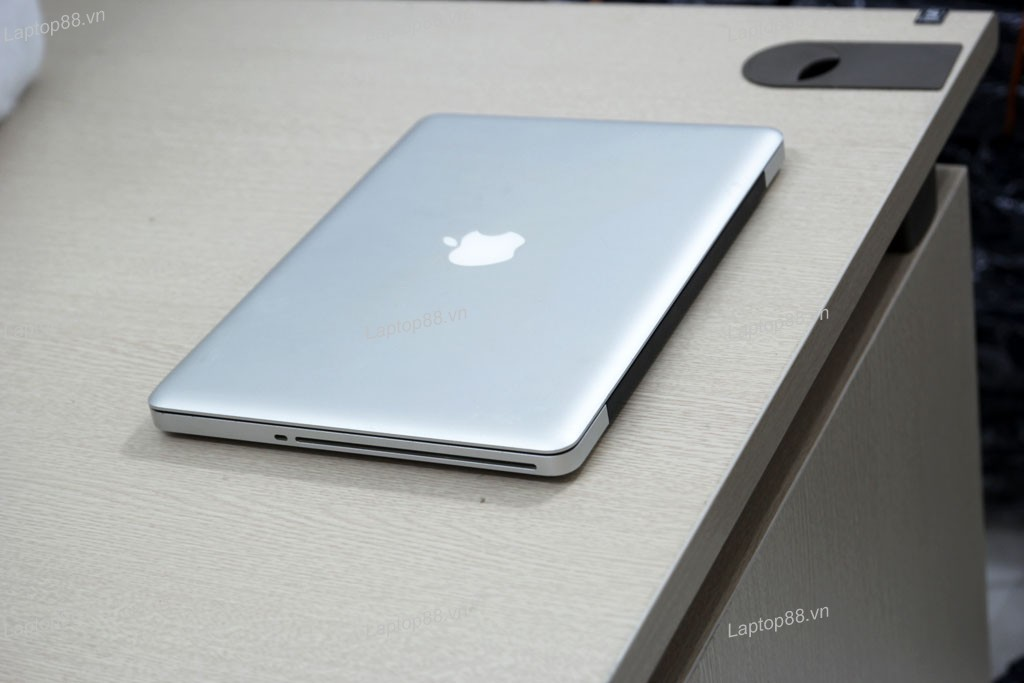 Macbook Pro MD314 cũ (Core i7 2640M, 4GB, 750GB, Intel HD Graphics 3000, 13.3 inch)1