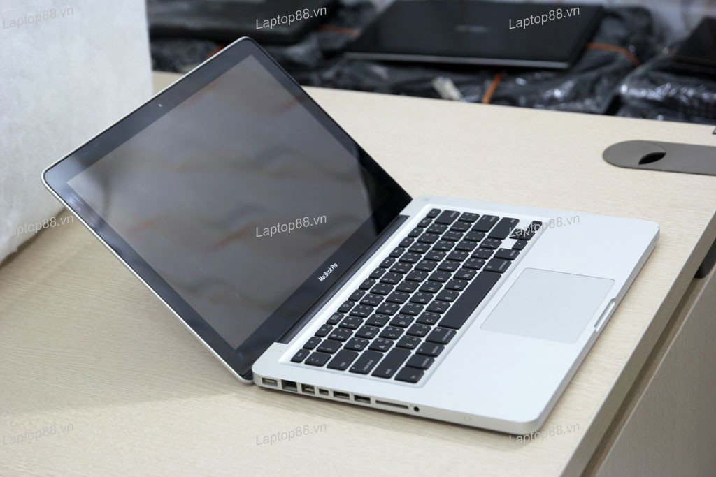 Macbook Pro MD314 cũ (Core i7 2640M, 4GB, 750GB, Intel HD Graphics 3000, 13.3 inch)2