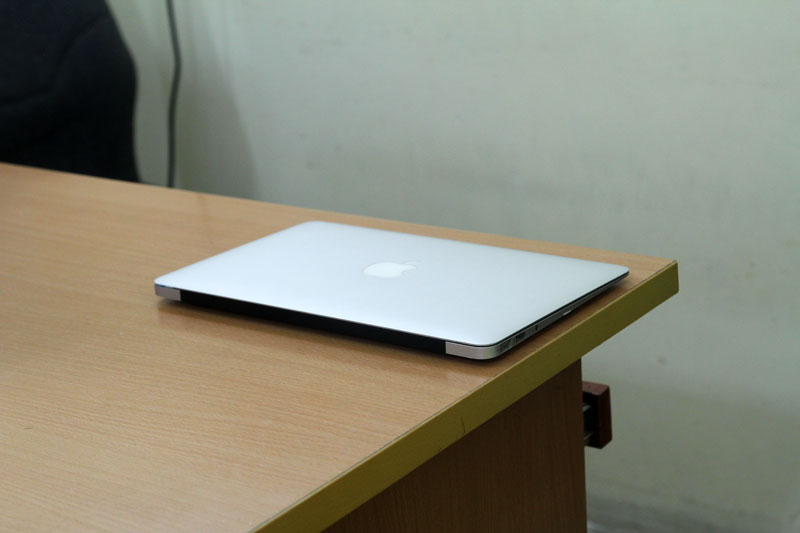 Macbook Air MC505 (Core 2 Duo SU9400, 2GB, SSD 64GB, NVidia Geforce 320M, 11.6 inch)0