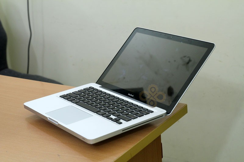 Macbook cũ MB466 (Core 2 Duo P7350, 2GB, 250GB, NVidia Geforce 9400M, 13.3 inch)