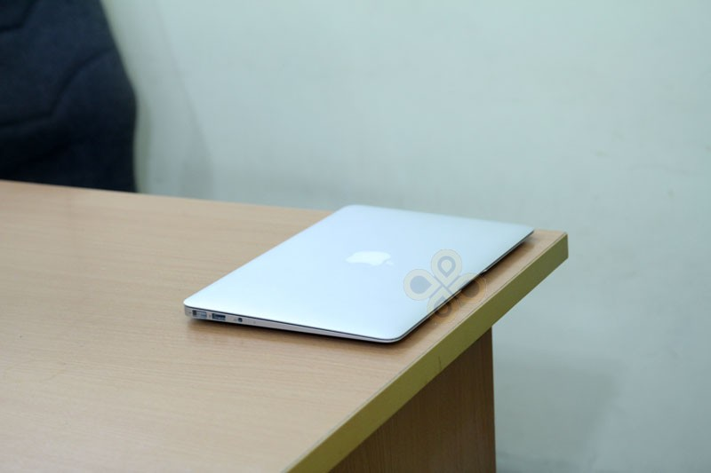 Macbook Air 2011 MC968 (Core i5 2467M, RAM 2GB, SSD 64GB, Intel HD Graphics 3000, 11.6 inch)