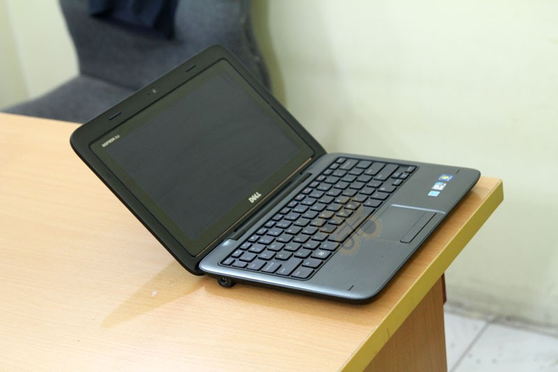 Dell Inspiron Duo canh trai