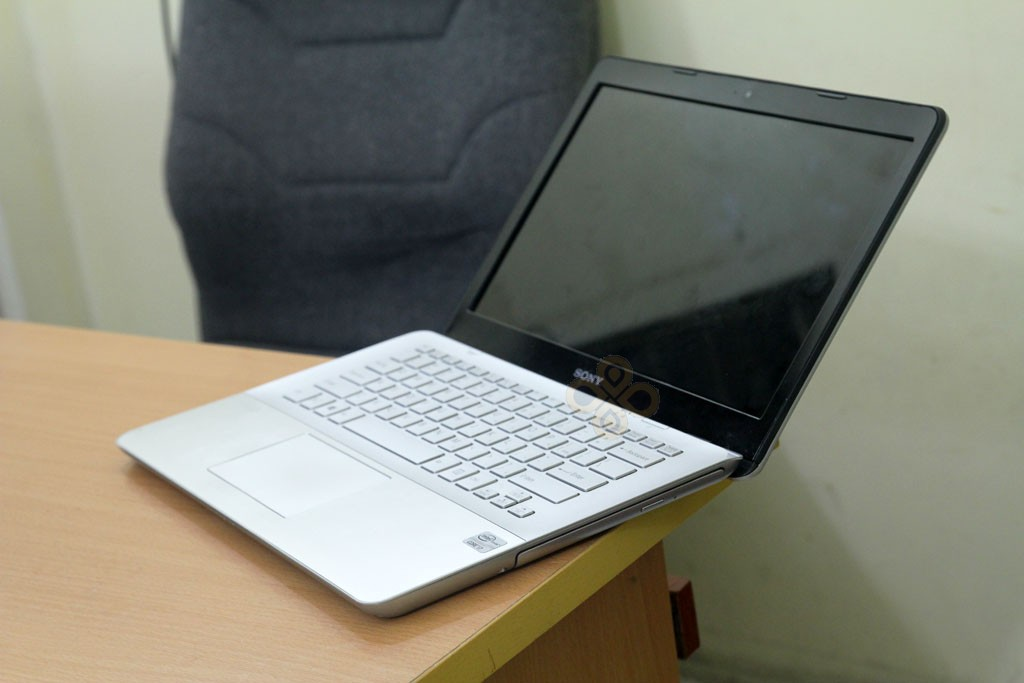 Sony Vaio SVF14A16SGS canh phai