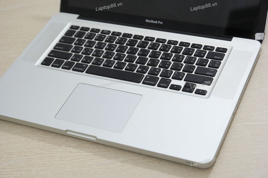 Macbook Pro MB470 (Core 2 Duo P8600, RAM 4GB, HDD 250GB, Nvidia Geforce 9400M + 9600M GT, 15.4 inch)