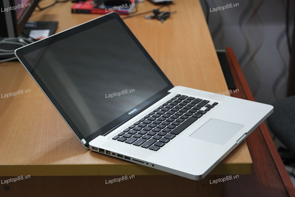 Macbook Pro MC721 (Core i7 2630QM, RAM 8GB, 750GB, AMD Radeon HD 6490M, 15.4 inch 1440x900)