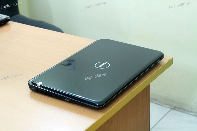 Laptop Dell Inspiron N5010 (Core i3-370M, RAM 2GB, HDD 320GB, Intel HD Graphics, 15.6 inch, FreeDOS)
