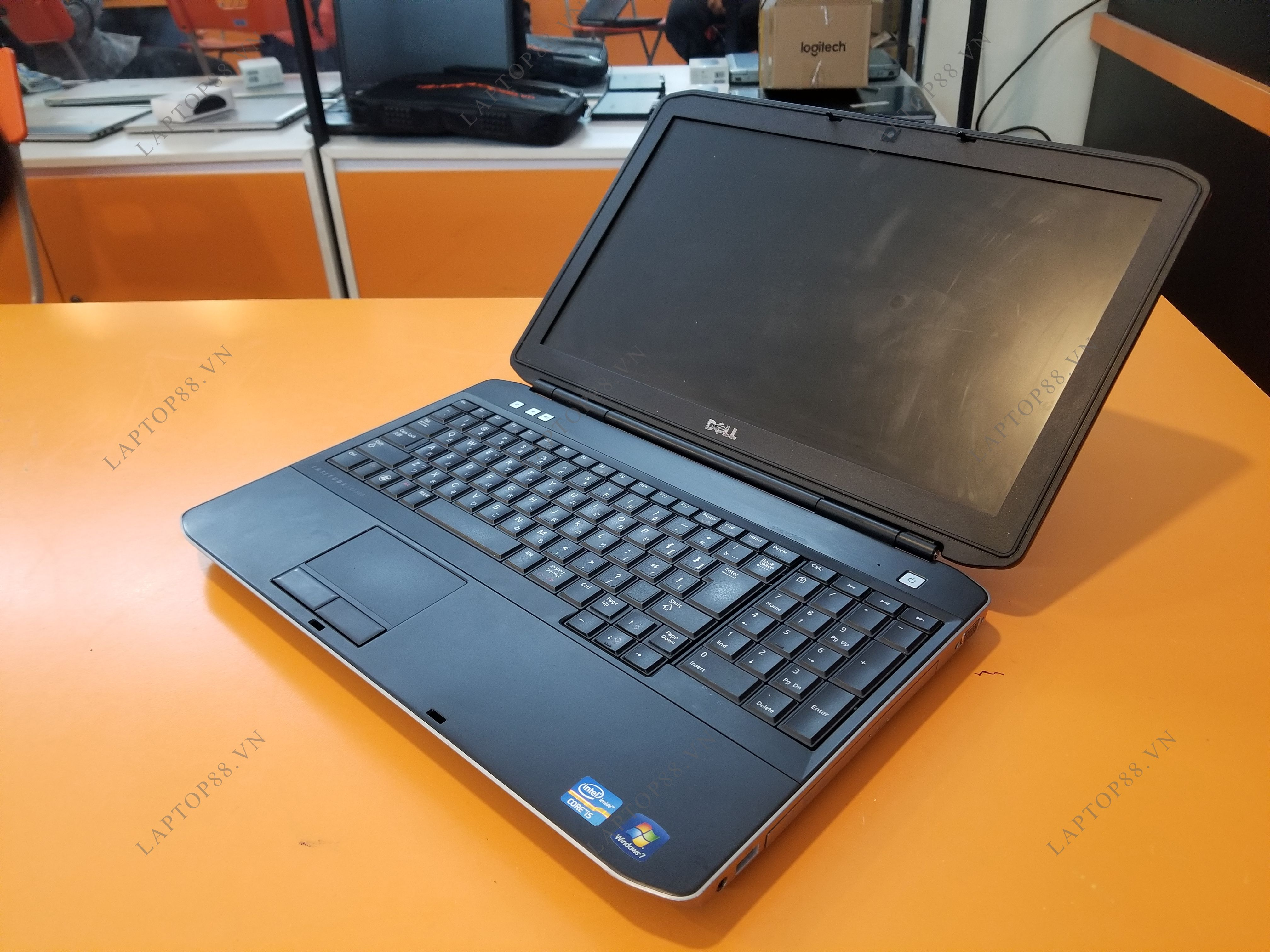 Laptop Dell Latitude E5530 (Core i3 3110M, RAM 4GB, HDD 250GB, Intel HD Graphics 4000, 15.6 inch)
