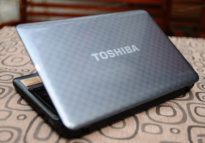 Laptop Toshiba Satellite L745 (Core i5-2430M, RAM 4GB, HDD 500GB, Nvidia Geforce GT 525M, 14 inch, FreeDOS)