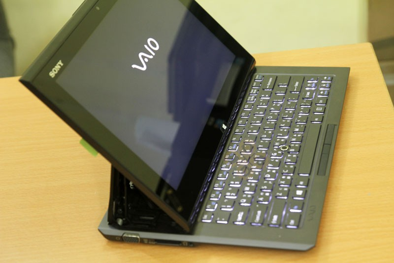 Laptop Sony Vaio Duo 11 (Core i5 3317U, RAM 4GB, SSD 128GB, Intel HD Graphics 4000, 11.6 inch FullHD Touch screen cảm ứng)