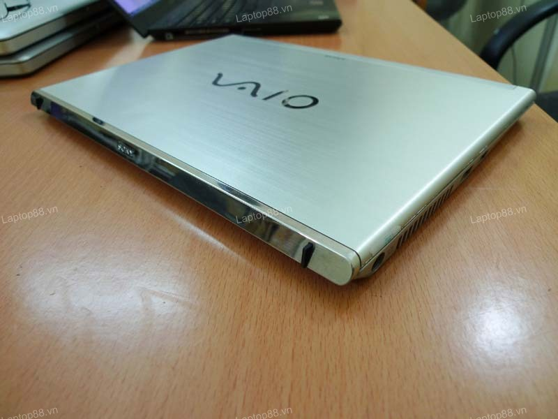 Laptop Sony Vaio SVT13 (Core i5 3317U, RAM 4GB, HDD 500GB + SSD 24GB, Intel HD Graphics 4000, 13.3 inch)