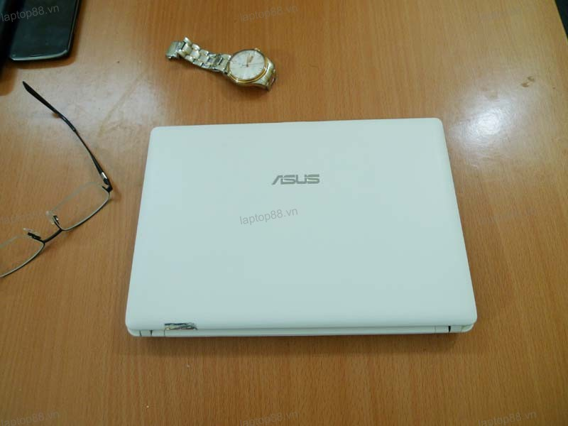 Ban netbook cu Asus EeePC X101CH gia re