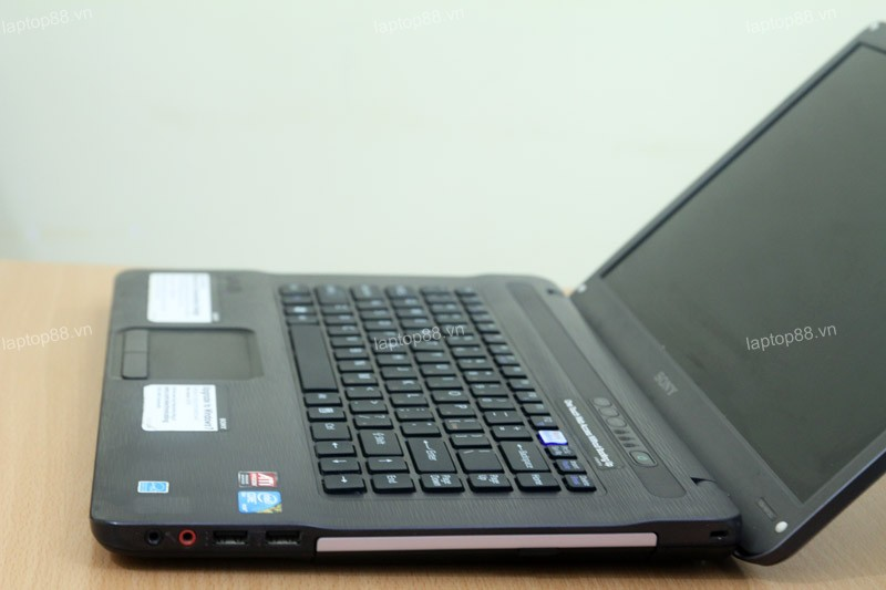 Laptop Sony Vaio NW (Core 2 Duo T6600, RAM 4GB, HDD 500GB, AMD Radeon HD 4570, 15.6 inch)