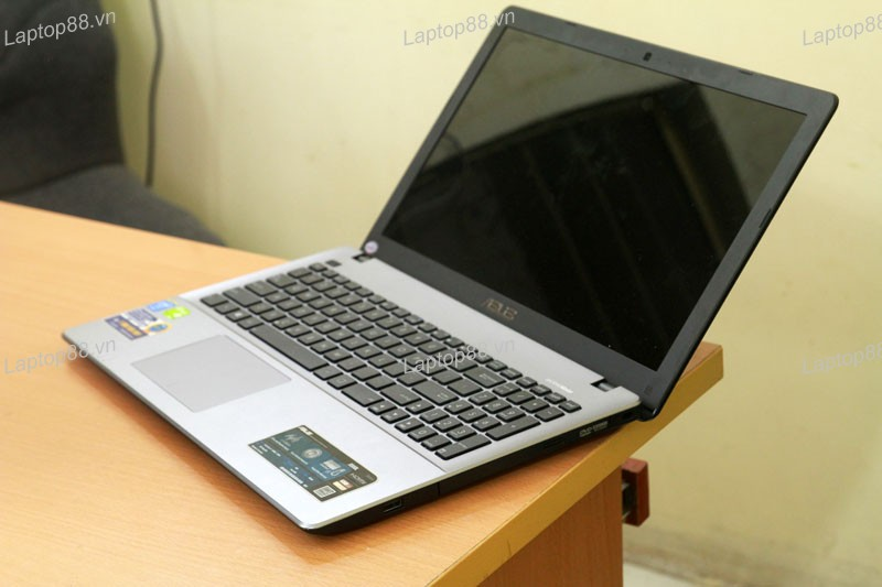 Laptop Asus X550LD (Core i7 4500U, RAM 4GB, HDD 500GB, Nvidia Geforce GT 820M, 15.6 inch)