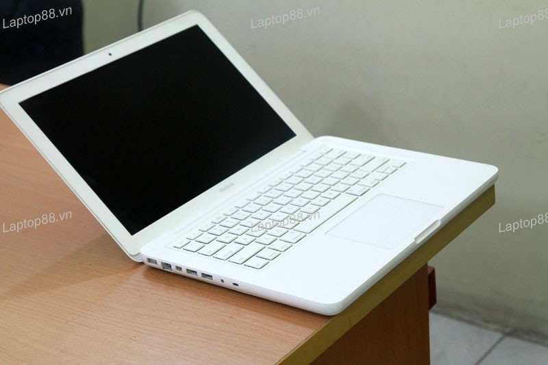Macbook MC207 Unibody (Core 2 Duo P7550, RAM 2GB, HDD 250GB, Nvidia Geforce 9400M, 13.3 inch)