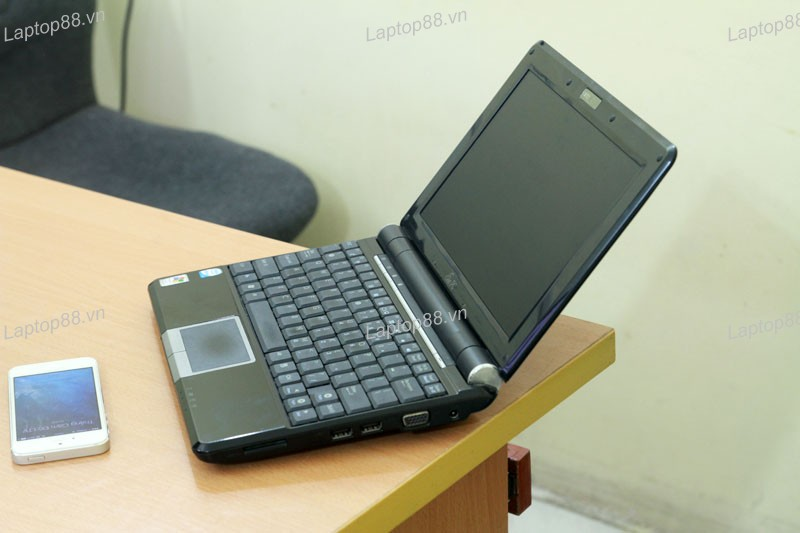 Asus Eee PC 1000H canh phai